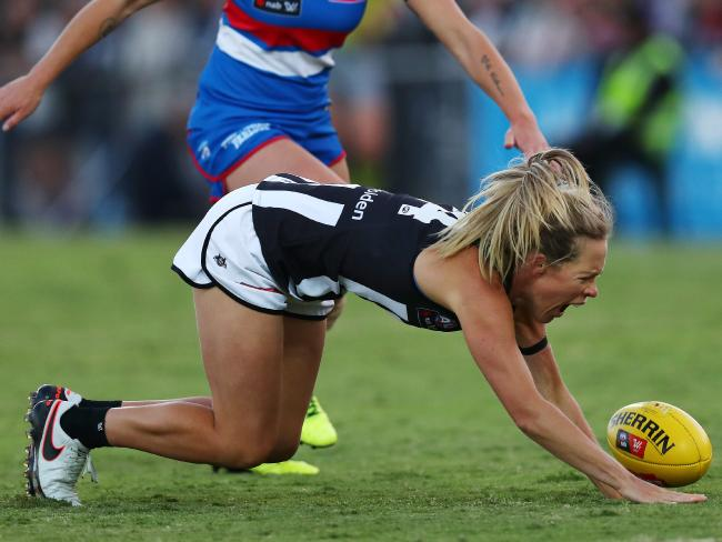 HOW TO PREVENT THE ACL INJURY EPIDEMIC FOR GIRLS NEW TO FOOTBALL